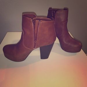 Brown high heeled boots -material girl
